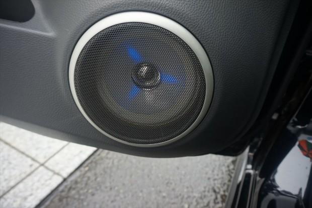 LED付スピーカーでいい音します