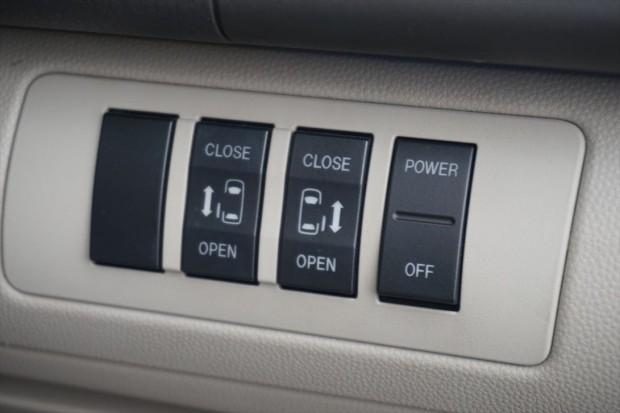 両側電動スライドドア(運転席スイッチ)