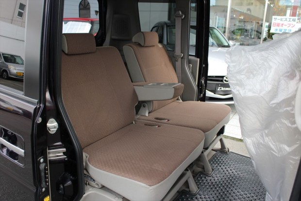 後席もゆったり快適に乗車できます