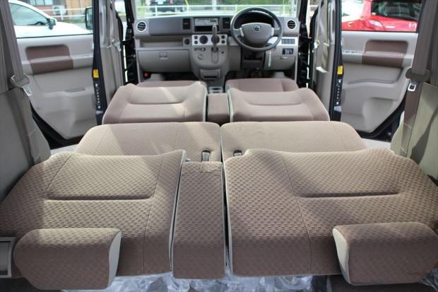 車中泊も可能なフルフラット機能