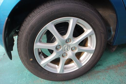 低燃費のための軽量アルミ&エコタイヤ