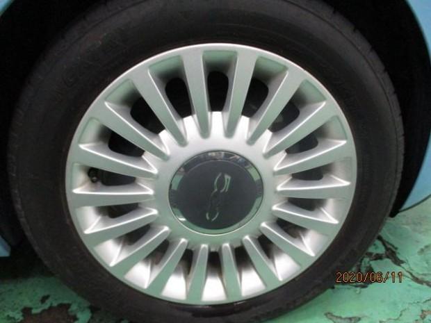 タイヤもアルミホイールも程度良好です。